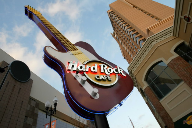 HARD ROCK CAFÉ (AT THE MALL OF AMERICA)
